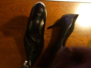 Shoejob Big Load Cum On High Heels