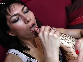 Sexy Mature Mom Makes Dirty Things With Hairy Pussy
