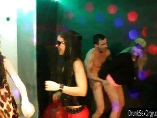 Долбят порно би клуб вечеринка