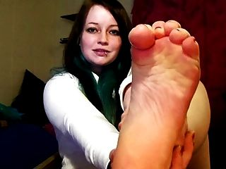 Emo Girl Self-sucking Her Feet