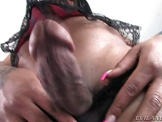 Hot Shemale Bonnie Show Her Dick First Time