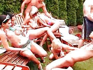 Garden Party-f70
