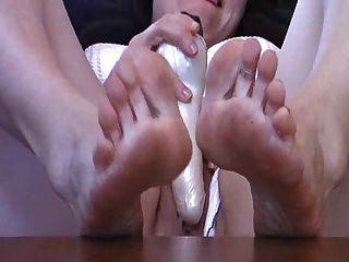 Mom Rough Feet & Toy