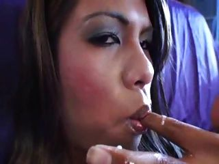 Shemale Cumming And Eating It 1