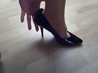 Cum On Pantyhose And High-heels 1