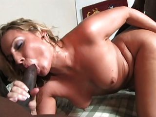 Amateur cougar grinds and rubs to climax 7