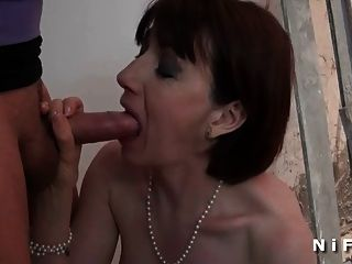 French milf morning sex