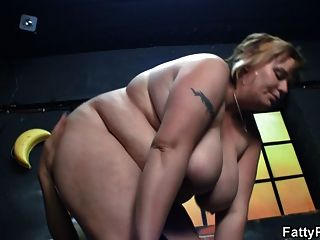 fit bombshell mia malkova is rubbed down by her masseur