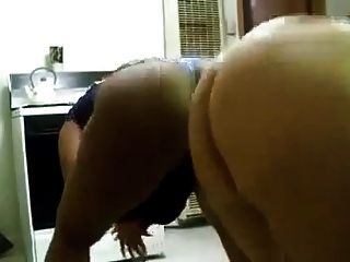 Ebony milf big butt shaking