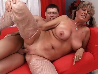 Great Looking Saggy Mature Blonde