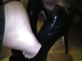 cum on shoes