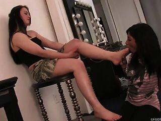 Black Girl Worships Goddess Feet