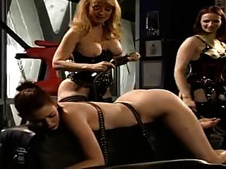 Nina Hartley In Threesome Perverz Lesbian