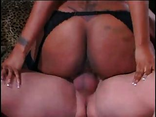 Sexy Black Maid Lil Ass Fucks Craig Moore