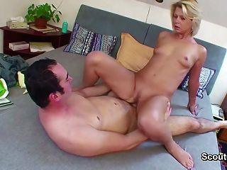 Bathing turk wench prefers big nordicgerman penis size 1