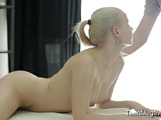 Nasty Masseur Wants To Fuck His Hot Client