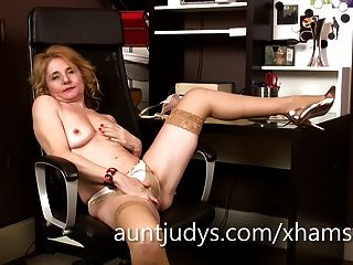 Mature Isabella Diana Fingers Her Pussy In The Office.