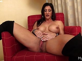 Naked Female Muscle Plays With Her Big Clit
