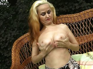 Sexy Amateur Mom With Nice Boobs