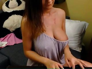 Big Titted Romanian Camwhore Doing Show