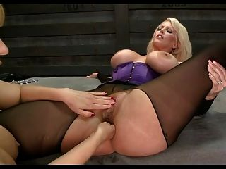 Eros & Music - Mature Blonde Fisting