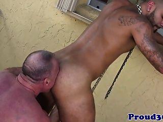 Mature Daddy Bear Bangs His Tattooed Gardener
