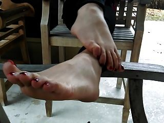 Very Hot Feet